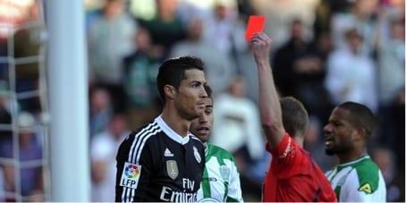 Photo de Cristiano Ronaldo expulsé pour un coup de poing ! VIDÉO
