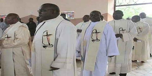 Photo de Cameroun : à la fête de pâque le vœu de pauvre des prêtres est transformé en vœu de richesse
