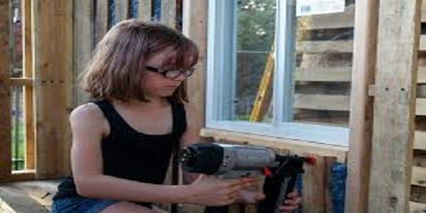 Photo de Inspiration : à 9 ans, elle fabrique des cabanes pour les sans-abri