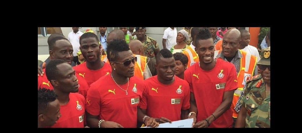 Photo de Ghana: Les Black Stars visitent le site d'incendie et fait don de 10.000 euros (PHOTOS)