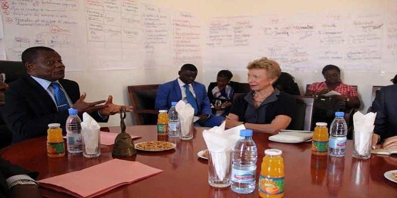 Photo de Cameroun : Le CNC a-t-il suspendu la chaine de télé Afrique Média sous la pression de la France ?