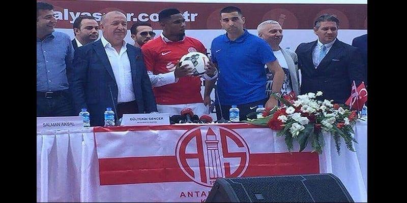Photo de La présentation officielle de Samuel Eto'o dans son nouveau club turc Antalyaspor