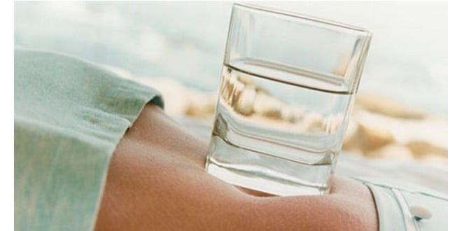Photo de Santé: perdez du poids avec de l'eau tiède