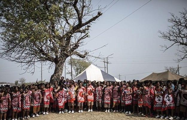 """Photo de Swaziland: 38 vierges tuées en allant participer à la danse """"aux seins nus"""" du roi"""