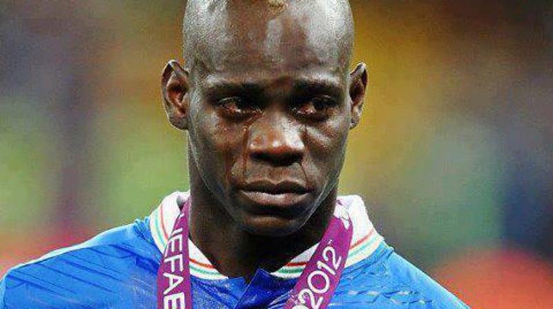 Photo de Mario Balotelli donne la moitié de son salaire aux enfants d'Afrique