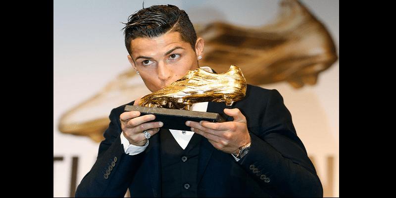 Photo de Cristiano Ronaldo remporte pour la quatrième fois le soulier d'or Européen