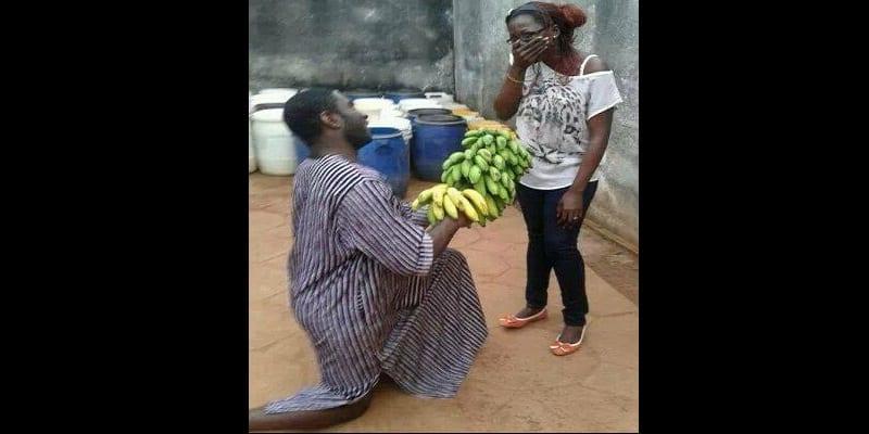 Photo de Cameroun : pour la saint valentin, il offre un régime de banane à sa petite amie