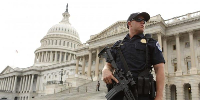 Photo de Etats-Unis : Un tireur au Capitole, Le Congrès américain et la Maison Blanche bouclés