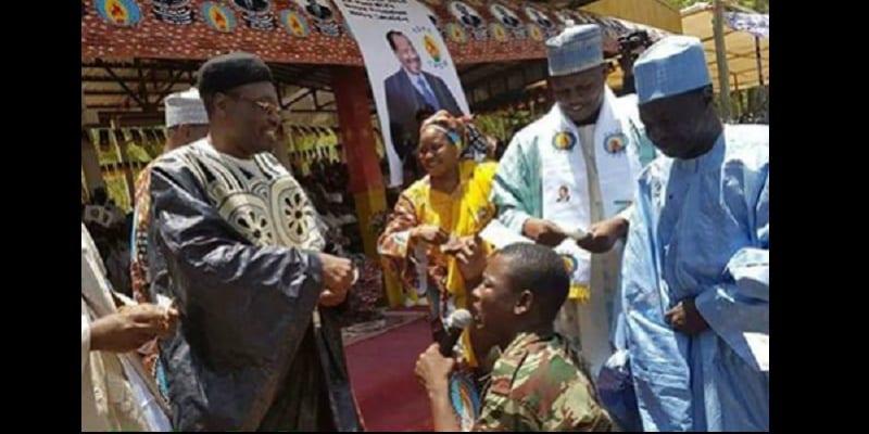 Photo de Cameroun : Le Préfet du Ndé s'écroule pendant une cérémonie de passation de commandement