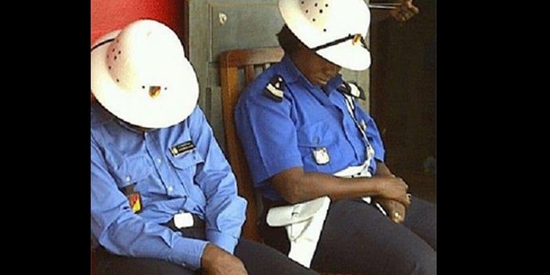 Photo de Cameroun: Les hommes en tenue continuent de fréquenter les débits aux heures de travail