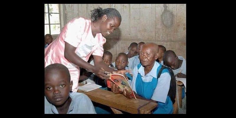 Photo de Malgré qu'elle soit du troisième âge, elle décide de rentrer à l'école