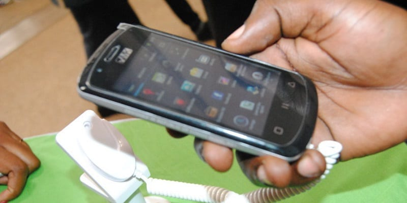 Photo de Cameroun: Un jeune homme tué par son téléphone mobile