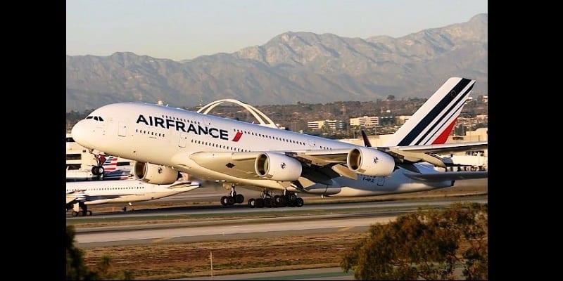 Photo de Sierra Léone : Il tente de  brûler un avion de la compagnie Air France