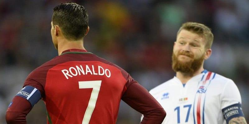 Photo de Euro 2016 : Ronaldo refuse d'échanger son maillot avec le capitaine de l'Islande…Vidéo