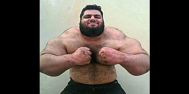 """Photo de Sajad Gharibi, le """"Hercule"""" en vie réelle qui pèse plus de 150 kgs"""