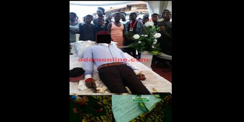 Photo de Ghana:Mort des suites de violences policières, on l'enterre avec des armes pour venger sa mort