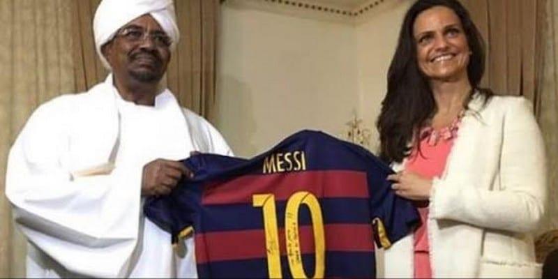 Photo de Soudan: Lionel Messi offre son maillot à Omar El-Béchir, voici la réaction des Soudanais