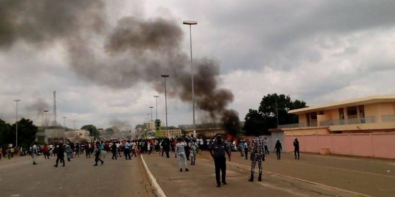 Photo de Côte d'Ivoire: Les populations mécontentes attaquent les bureaux de la CIE dans plusieurs villes du pays (photos)