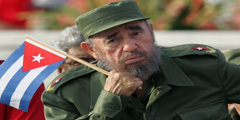 Photo de Cuba: Pour ses 90 ans, Fidel Castro reçoit un cigare de 90 mètres de long (voir images)