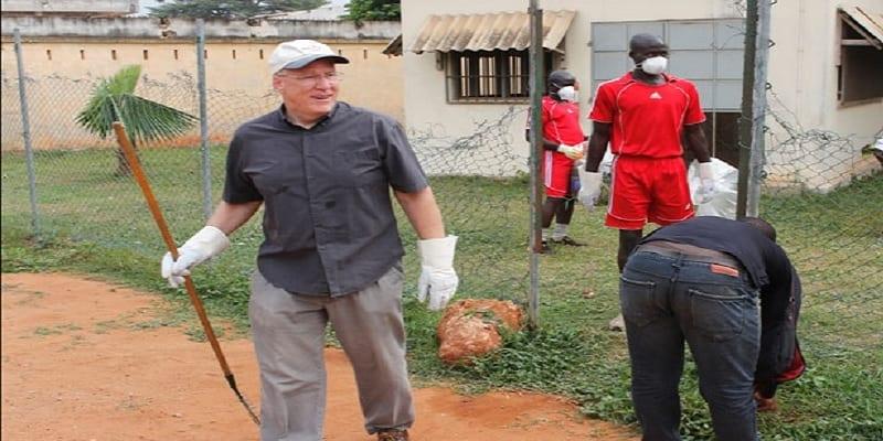 Photo de Revoilà l'ambassadeur d'Allemagne au Togo qui fait ville propre à Lomé