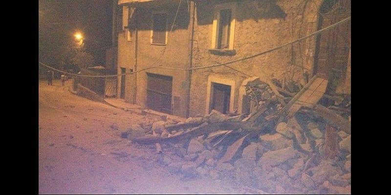 Photo de Un séisme de magnitude 6.2 frappe l'Italie