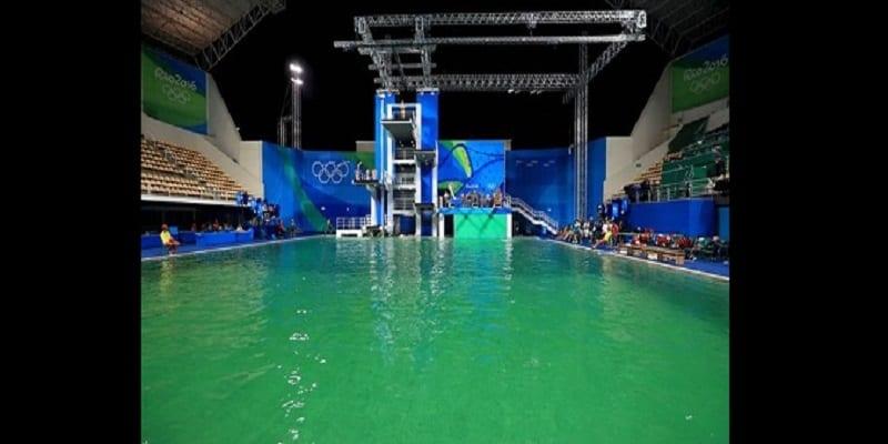 Photo de Rio 2016: L'eau d'une piscine tourne mystérieusement au vert