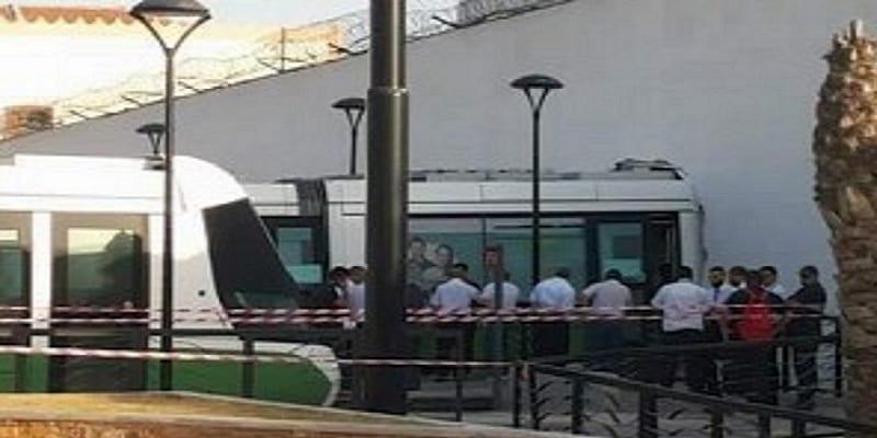 Photo de Algérie : Un tramway a fini sa course  dans le mur d'une prison