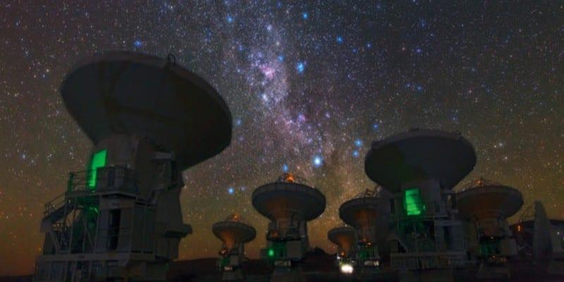 Photo de Un étrange signal radio capté dans l'espace intrigue les scientifiques