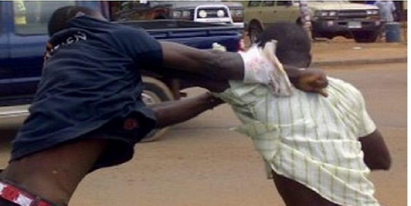 Photo de Togo: Un père découvre le numéro de sa copine dans le téléphone de son fils, et une bagarre éclate