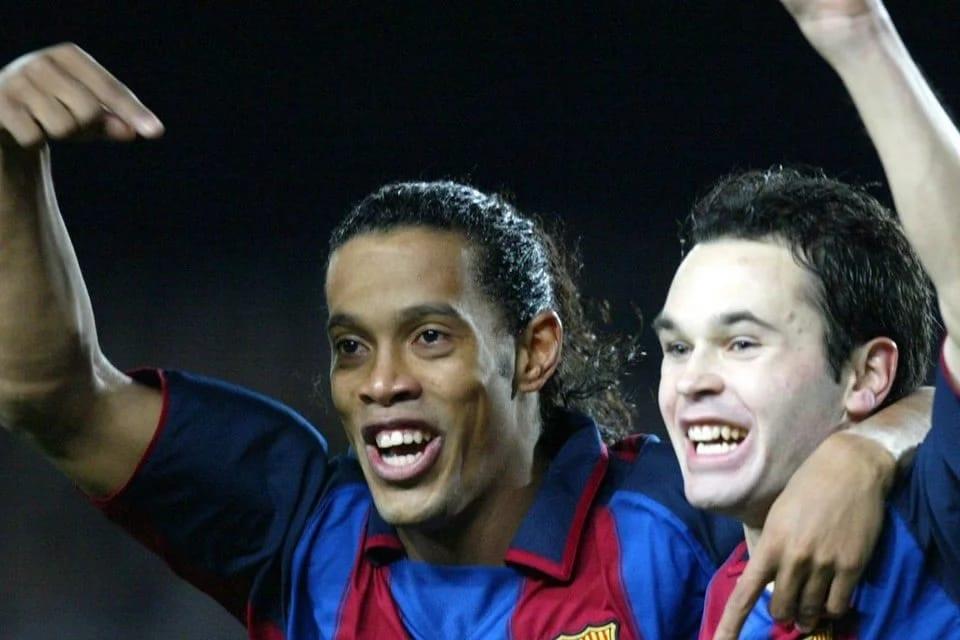 Photo de Iniesta raconte l'incroyable mensonge de Ronaldinho aux joueurs du Barca