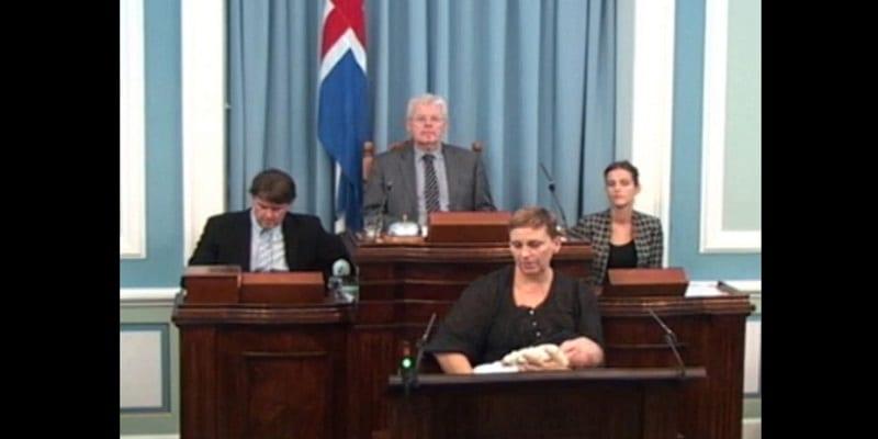 Photo de Islande: Une députée donne le sein à son bébé en pleine séance au parlement…Vidéo