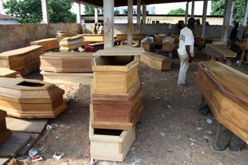 Photo de Insolite: Un vendeur de cercueils prie Dieu pour son business…Ce qui lui arrive après est incroyable