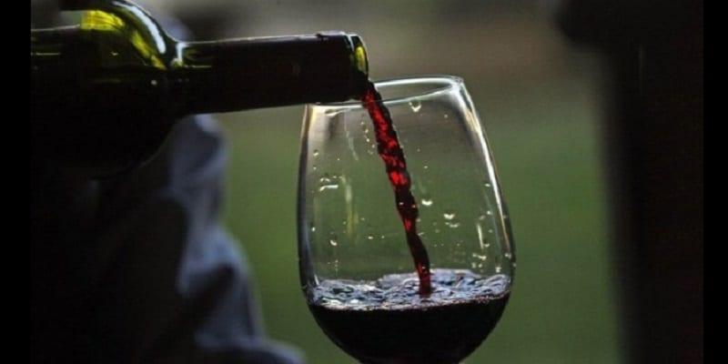 Photo de Bien-être : Boire du vin avant de dormir aiderait à perdre du poids!