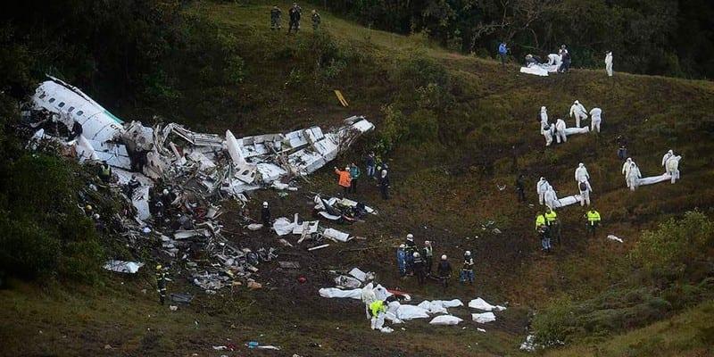 Photo de Crash d'un avion transportant une équipe de football brésilienne…Plusieurs morts
