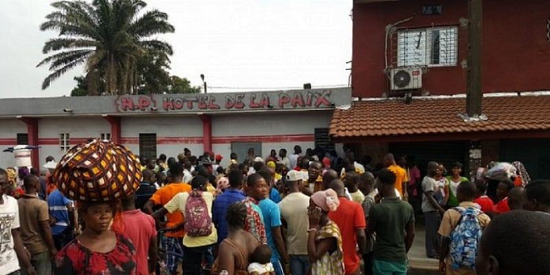 Photo de Côte d'Ivoire: Un couple découvert collé en plein ébat s3xuel dans un hôtel