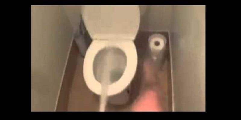 Photo de Voici ce que la couleur de votre urine révèle sur votre état de santé