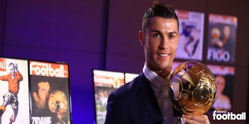 Photo de La vidéo de la remise du 61e Ballon d'Or France Football de l'histoire à Cristiano Ronaldo