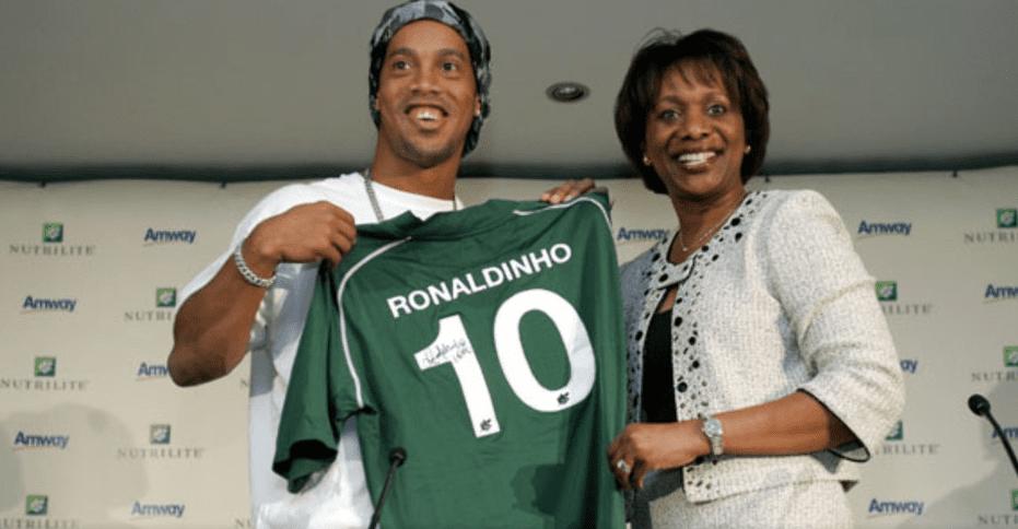 Photo de Ronaldinho a-t-il dit oui à Chapecoense, le club brésilien victime du crash?