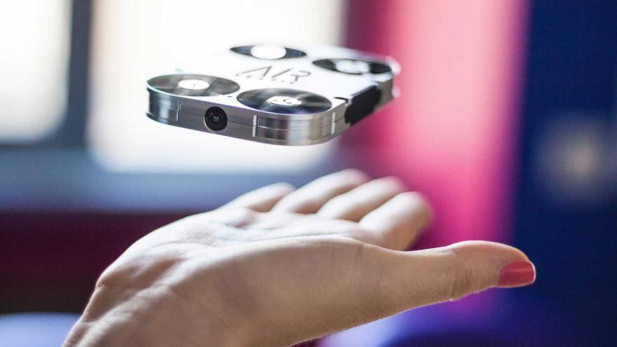 Photo de Vidéo-l'innovation de l'année: le mini-drone pour les amateurs de selfies