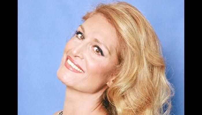 Photo de Insolite : Cette chanteuse transportait-elle un sort qui tuait les hommes autour d'elle ?