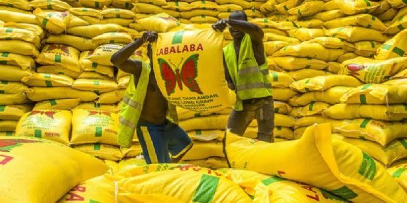 """Photo de Nigeria : Les autorités apportent plus de précisions sur le """"riz en plastique"""" saisi"""