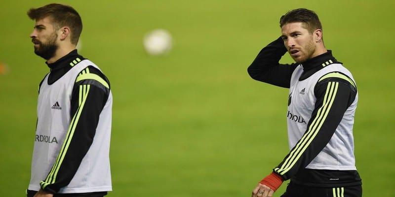 Photo de Sergio Ramos clashe Gerard Piqué et Dani Alves