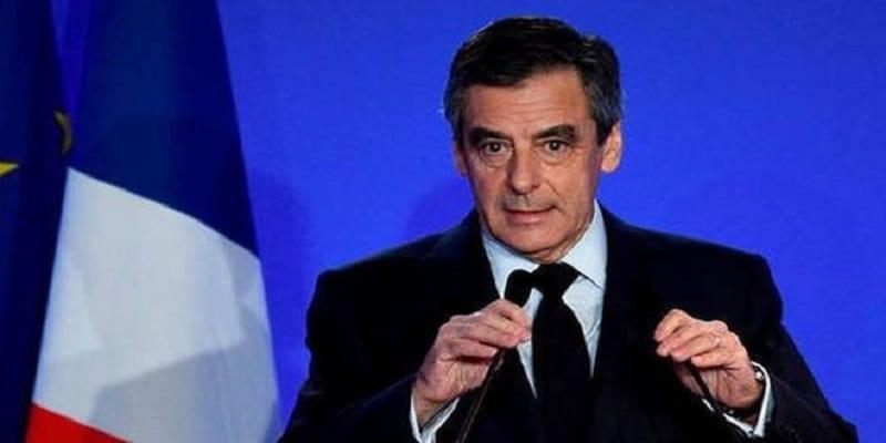 """Photo de France: François Fillon présente """"ses excuses"""" aux Français"""