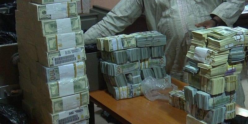 Photo de Nigeria: Plusieurs millions de dollars US saisis en liquide chez un ancien directeur. Photos