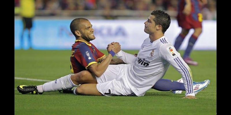 Photo de Dani Alves révèle ce qu'il pense de Cristiano Ronaldo et s'attaque aux dirigeants du Barça