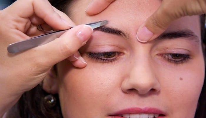 Photo de Mesdames, voici comment épiler vos sourcils selon la morphologie de votre visage