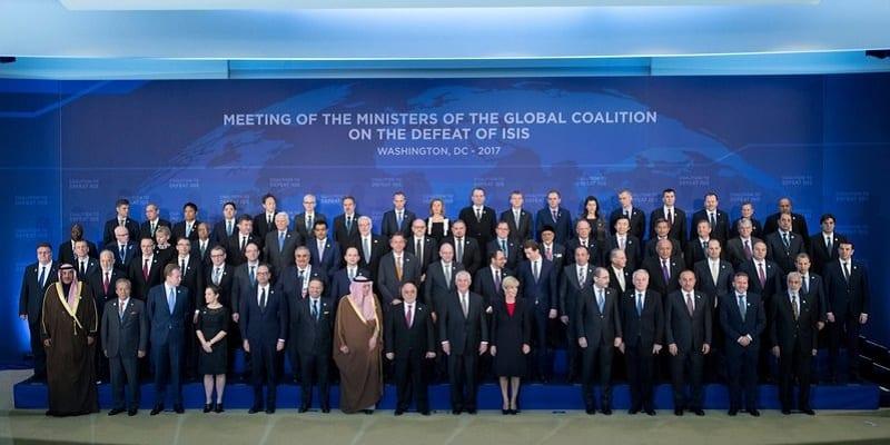 Photo de Donald Trump accueille la coalition de 68 États pour détruire l'État Islamique