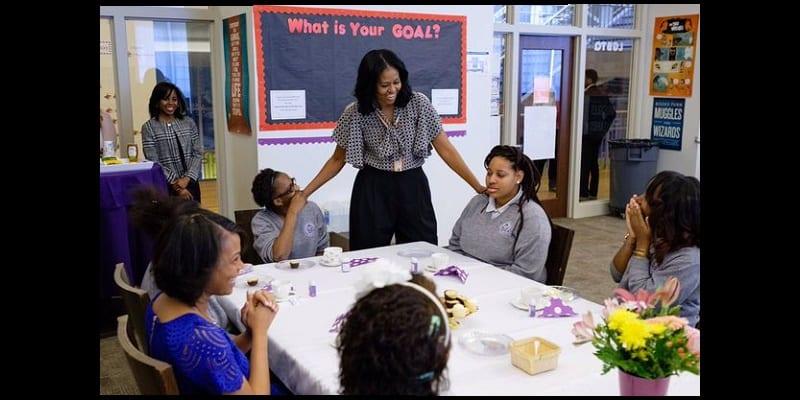 Photo de USA: A l'occasion de la journée internationale de la femme, Michelle Obama fait une visite surprise aux lycéennes