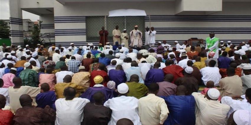 Photo de Guinée : Un imam suspendu pour avoir dirigé la prière dans sa langue