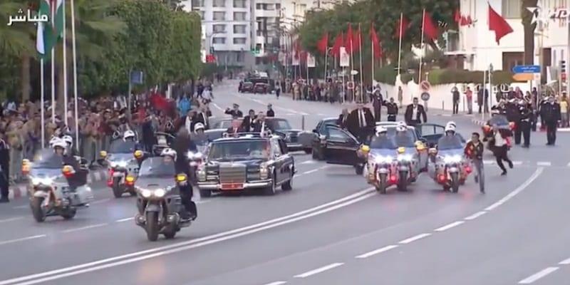 Photo de Maroc: Identifié, que risque l'individu qui a couru après le cortège des rois Mohammed VI et Abdallah II ? Vidéo